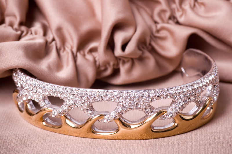 Choosing the Perfect Precious Metal for Your Custom Jewellery